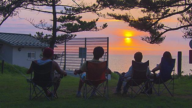 大潟キャンプ場の夕陽|麗子センセーと行く!夏を満喫する上越キャンプの旅