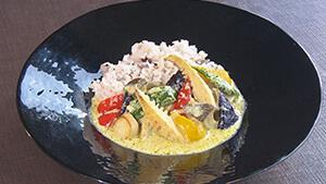 野菜たっぷりグリーンカレー(SUWAガラスの里レストラン)