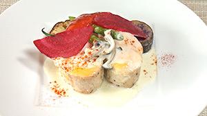 ランチコース / 低温調理した福味鶏胸肉のチェダーチーズ焼き 茸のホワイトソース(フフレキッチン)