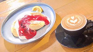 ふわふわのスフレパンケーキ・ナカマチ カフェ|さあ信州を楽しもう!!夏の野沢温泉&松本城下町めぐり