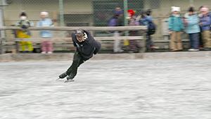 体育の授業にスケート講師 日本電産サンキョー 元五輪選手 日本のスケート競技は諏訪地域から始まった!