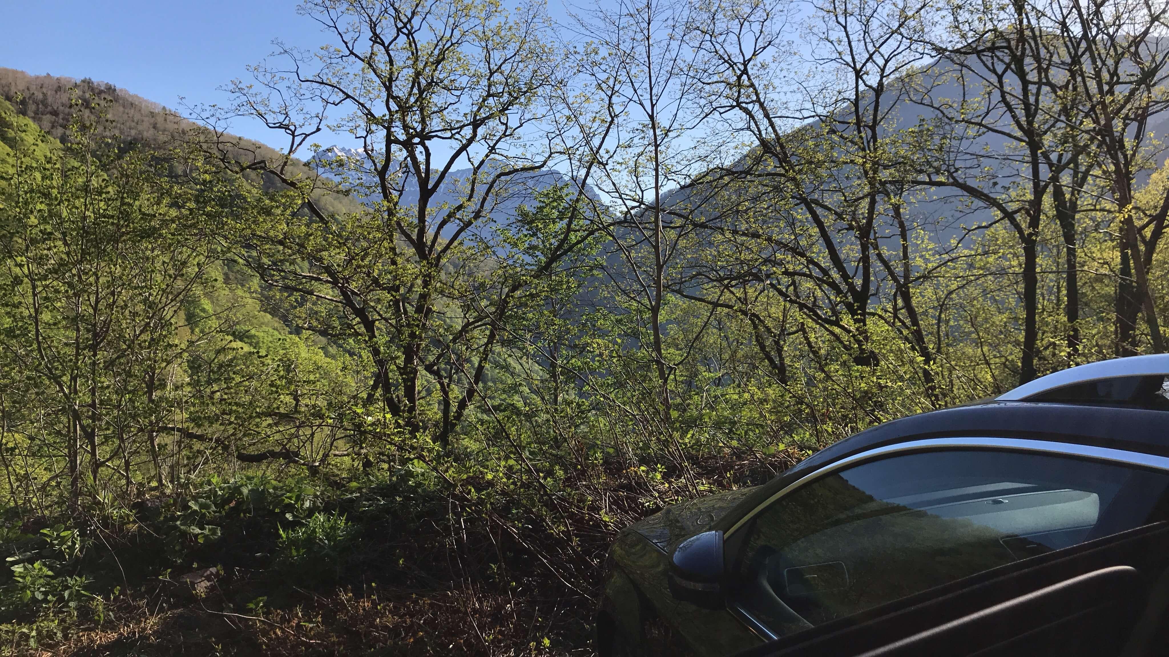 草田アナ 焼岳に登る