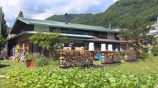 常八 Tsunehachi・外観|逆境に負けない!古民家宿からヒノキを発信 秋の風吹く御嶽山の麓を散策